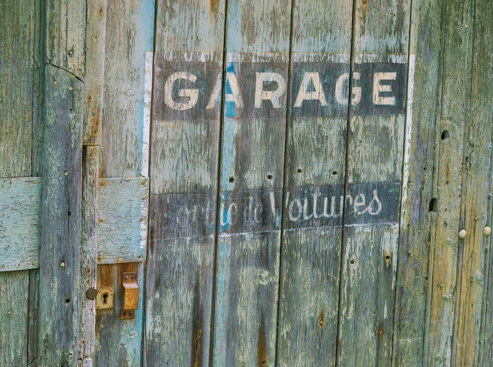 3 Conditions to Look Before Painting the Garage Door